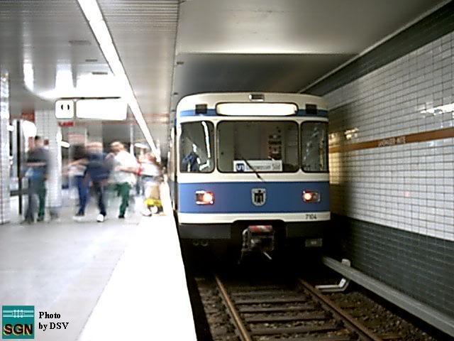 Bahnsteig und Zug